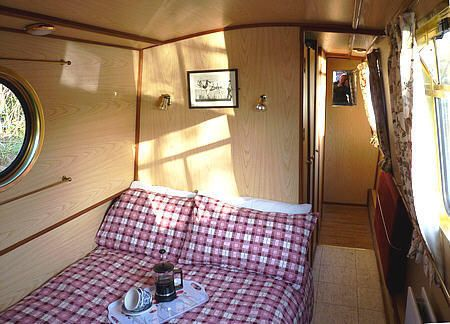 Narrowboat-62-ft-4-6-berth