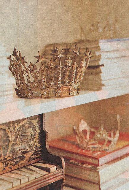 Ahhhh! Vintage crowns on bookshelves?!? LOVE.
