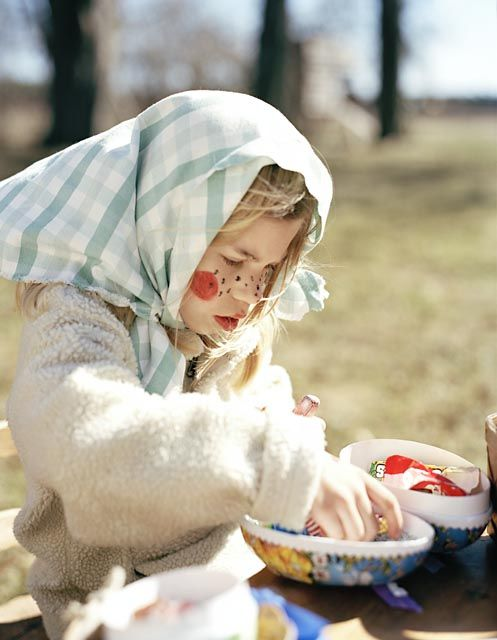 Swedish Easter- kids dress up as Easter witches and knock on doors and get candy or money while giving a hand drawn card as exchange. This has to do of the old believes that the witches flew on brooms to dance with the devil at the blue hills. Google it..;-)