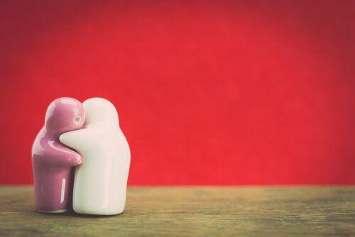 Practicar la empatía tiene sus beneficios tanto con los demás como con nosotros mismos. Sin embargo, debemos cuidarnos de practicarla en exceso si no queremos desconectar de nosotros mismos.