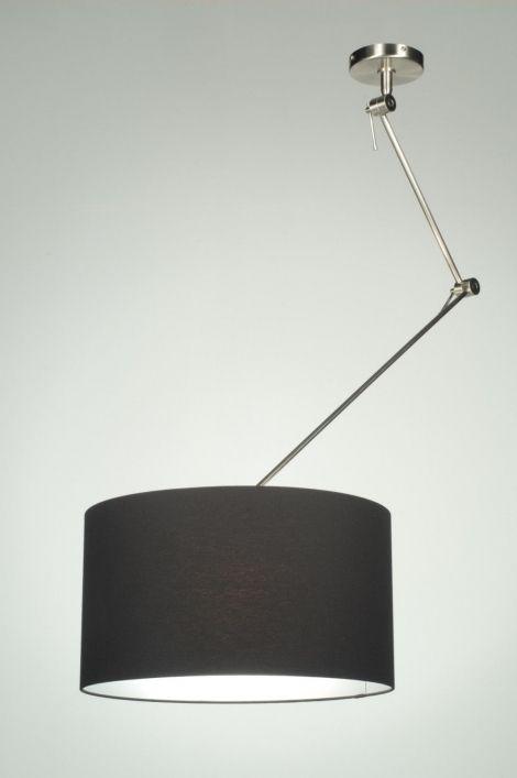 Huis decoratie interieur verlichting Draaibare, extra lange en verstelbare hanglamp XXL in staal. Uitgevoerd met een mooie bruine stoffen kap. De extra lange stang is in hoogte verstelbaar.  Maar ook als het contactpunt niet recht boven een tafel zit is deze lamp ideaal . Voor de tafel in de woonkamer of keuken . In de kleur taupe bruin grijs wit  € 139,00   .Shop nu via deze Link bij Webwinkel  ((  www.rietveldlicht.nl. ))