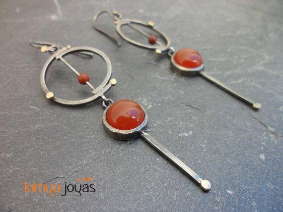 Pendientes El Deleite de Kimya. Cornalinas, jaspe rojo, plata oxidada y oro.