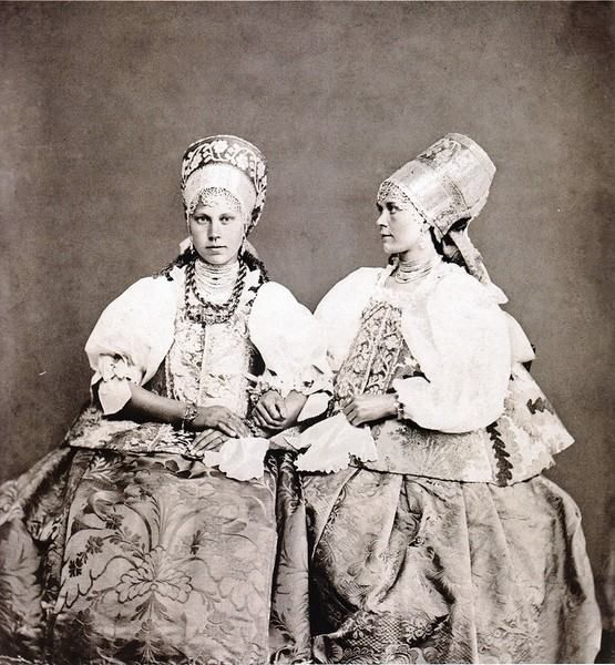 Московская этнографическая выставка 1867-го года.Крестьянские девицы…