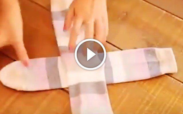 Így kell profin zoknit hajtogatni! Ezt a módszert neked is meg kell tanulni!