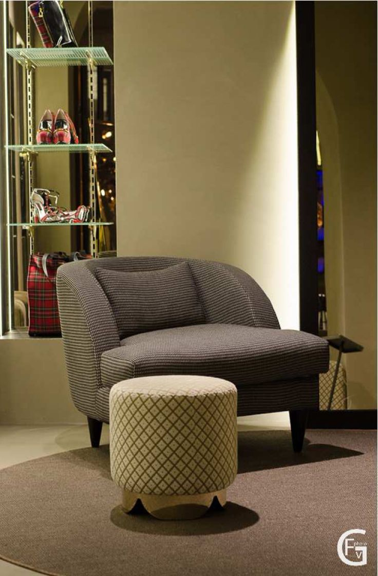 DOM EDIZIONI - Luxury Store #domedizioni #luxurystore #luxuryliving #luxuryfurniture #ellearmchair #mikypouf