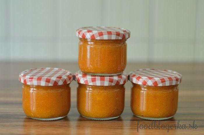 Apricot jam with vanilla