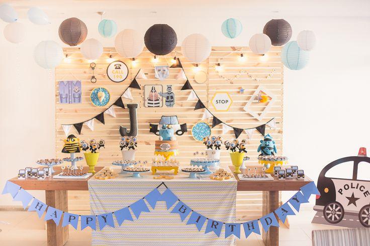 decoracao festa infantil azul e amarelo : decoracao festa infantil azul e amarelo: Azul, amarelo e preto. Tema Polícia e Ladrão. Apagando Velinhas