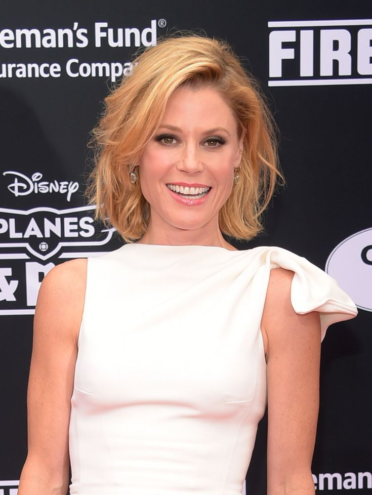 Modern Family star Julie Bowen looked super cute with her short, tousled waves.