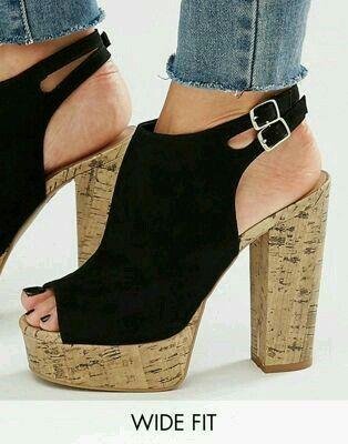 Achetez New Look - Chaussures pointure large à semelle plateforme en liège  sur ASOS. Découvrez la mode en ligne.