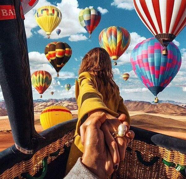 pareja en globo aerostatico