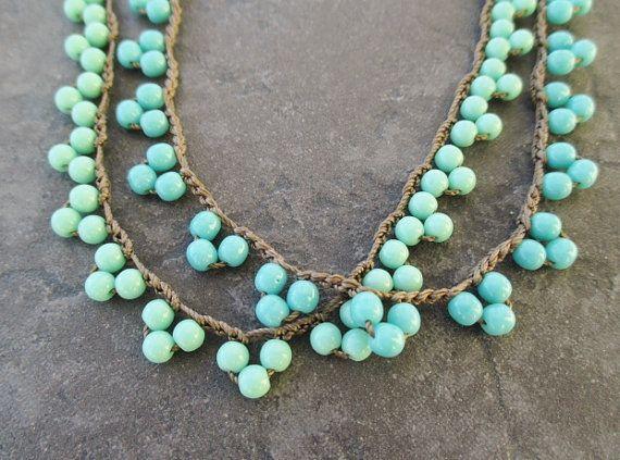 Collana di gagliardetto dainty Crochet - TriBeca / LiL BLUES - scegliere blu o robin uovo blu Zigolo triangolo boho gioielli in turchese di ...