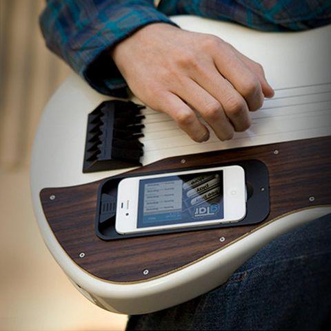 """É como """"roubar"""" no jogo, mas tá valendo! Aprenda a tocar guitarra com a gTar e um iPhone   Blog   Oi Applicativos"""