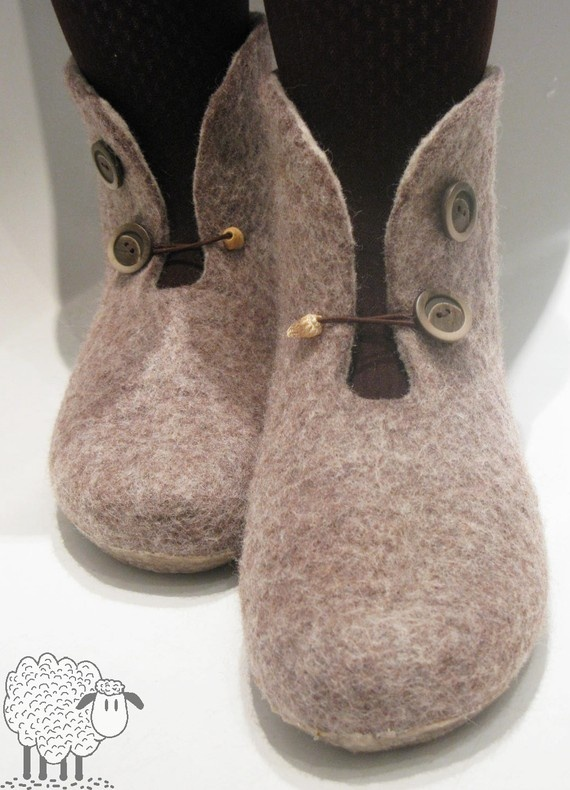 similar to boots I have been thinking about felting...
