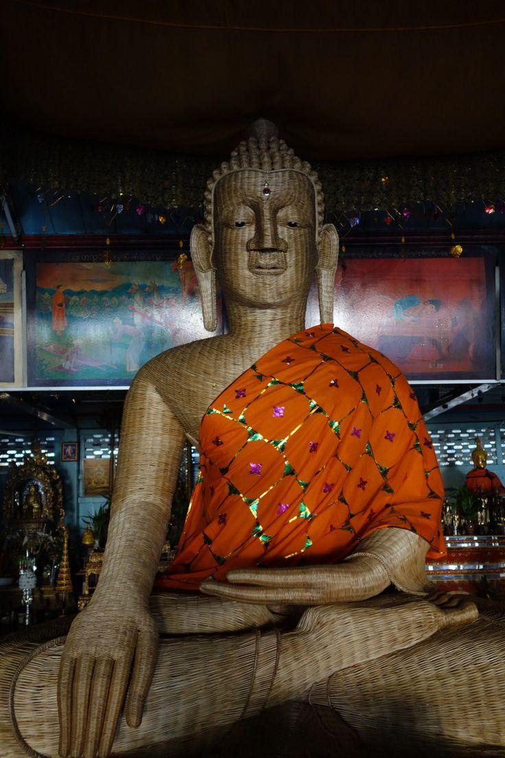 Mae Hong Son. Bouddha en bois.