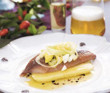 Recept: Matjessill med mandelpotatis och smörvinägrett
