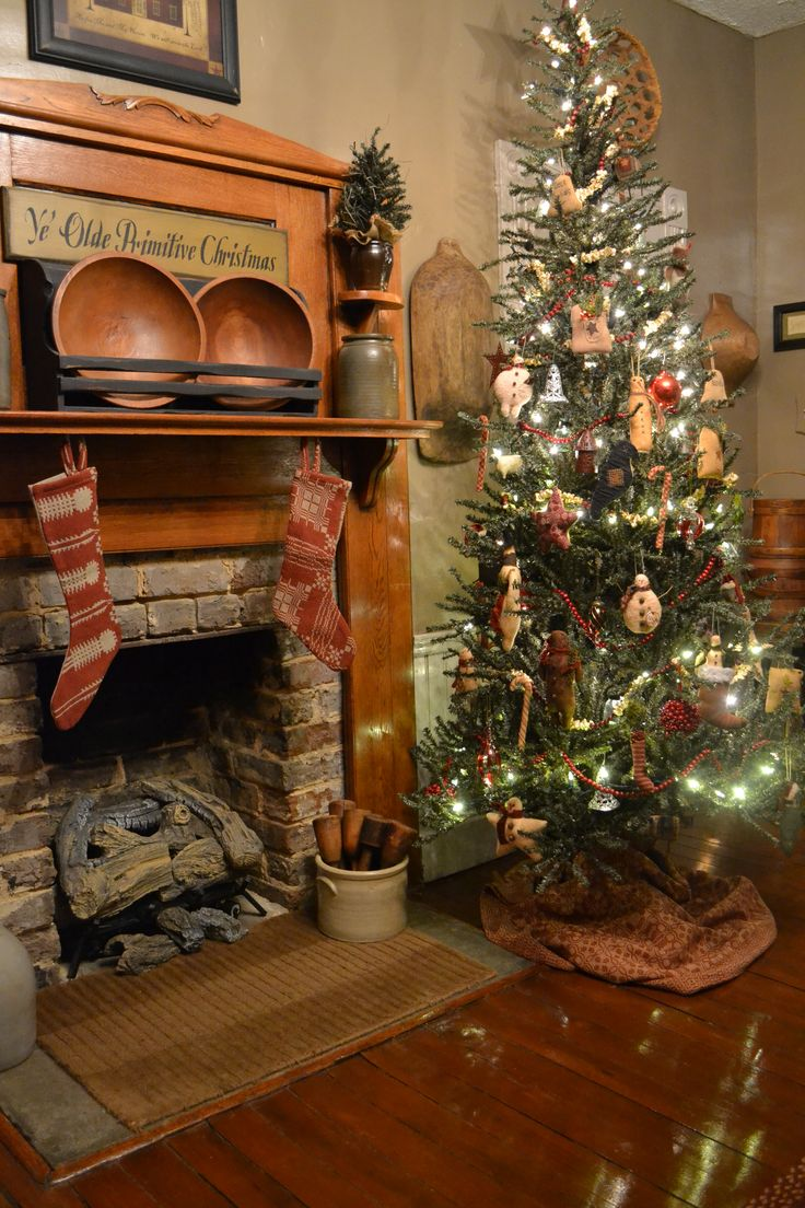 Country christmas table decoration ideas - Primitive Christmas Tree And Mantle Decor