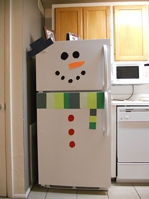 Bahaha..I could do this!! Fun! Snowman fridge–or front door! SO EASY! and a great way to incorporate decorations in the kitchen!