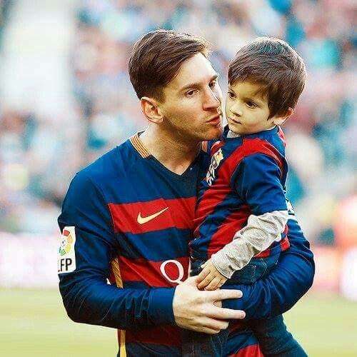Messi Y Su Hijo Tiago.
