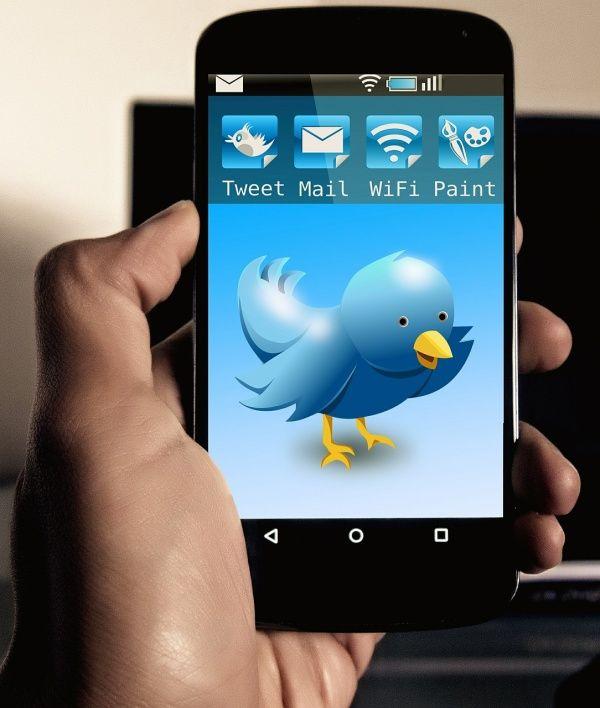 """Twitter se estáendureciendosus normas sobre """"el comportamiento abusivo y la conducta odiosa"""", en una medida que podría resultar en miles de cuentas del Estado Islamico (ISIS) se borren."""