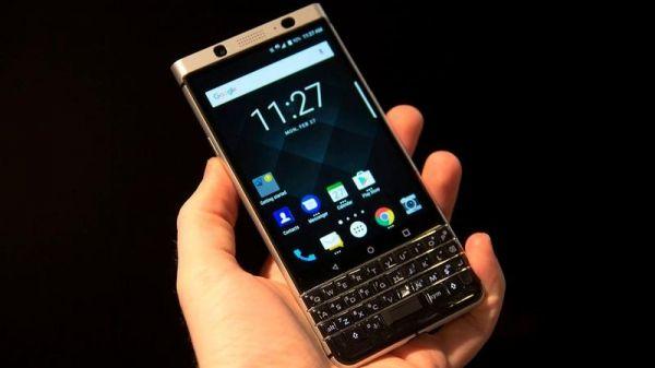Дебют нового смартфона BlackBerry KeyOne на північноамериканському ринку відбудеться вже в наступному місяці. Перший пристрій такого типу, розроблене після перепродаж прав на бренд китайської TCL Corporation, з фізичною клавіатурою надійде в продаж за ціною $549.  QWERTY-розкладк�