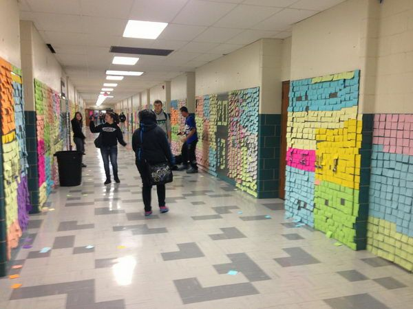7 post it notes on wall