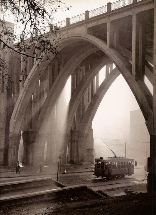 El viaducto, Madrid, 1950s. By Francesc Catala Roca