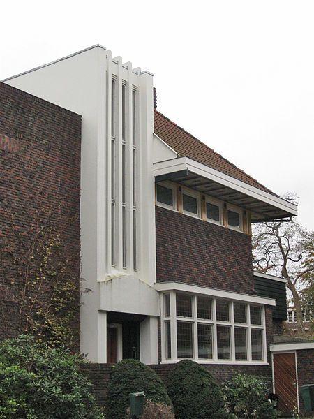 Groningen, Oranjesingel 13-14, Dubbele villa in amsterdamseschoolstijl, arch. M B Bruins, 1926