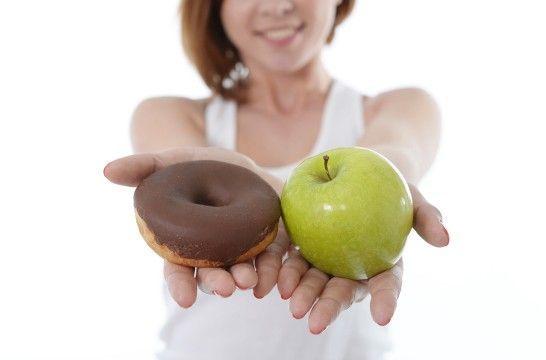 La mala alimentación supera nuestro consumo de alimentos sanos   EROSKI CONSUMER. Para llevar una dieta sana no basta con escoger a diario alimentos saludables, también es preciso reducir al mínimo la ingesta de productos superfluos