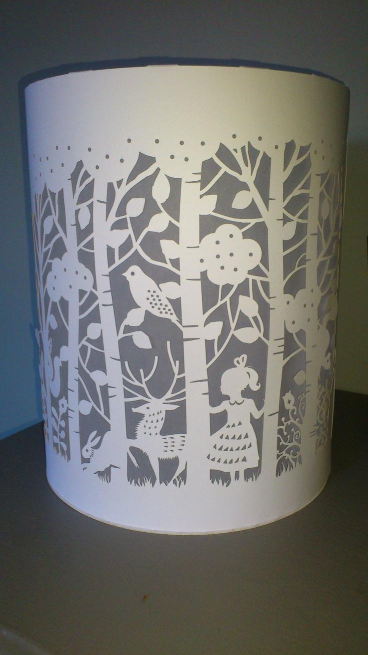 Lampe en papier découpé