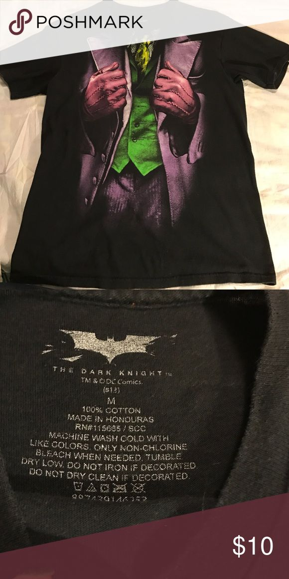 Joker suit tee Joker suit from Batman on front of black tee. EUC. No holes. Men's size Medium. Smoke free home. Shirts Tees - Short Sleeve