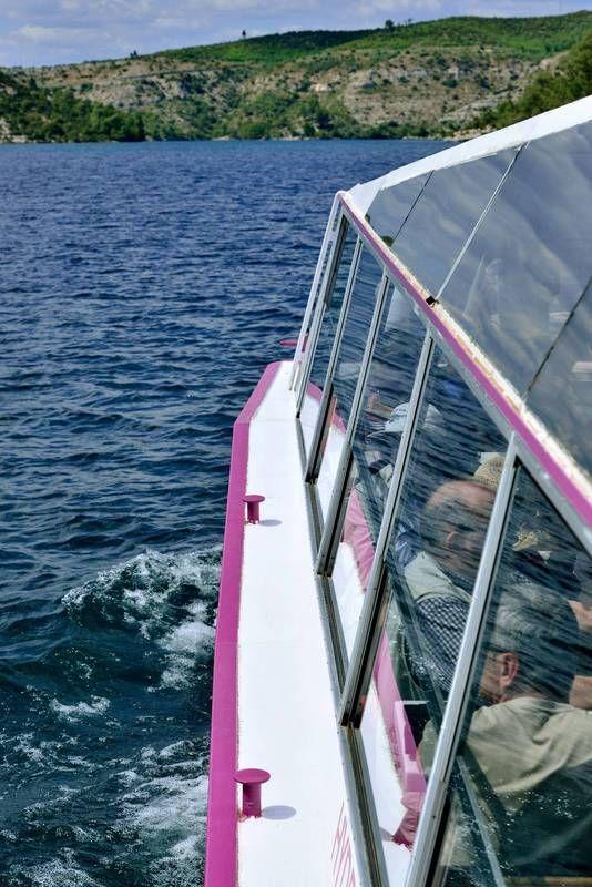 le lac d'Esparron et les Basses Gorges du Verdon en bateau électrique, canoë ou pédalo.