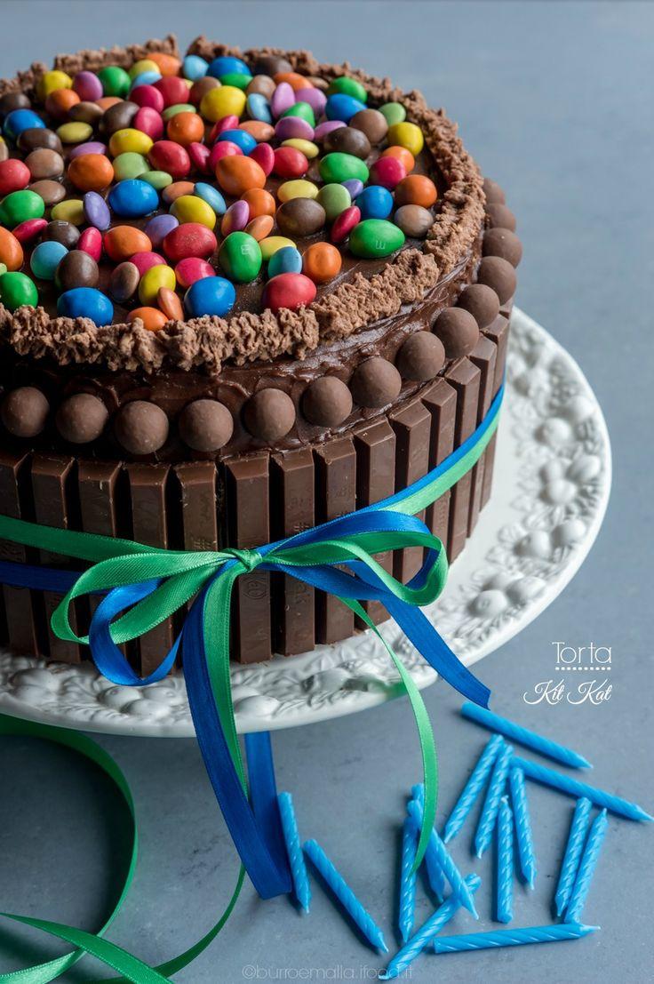 torta kit kat colorata con m&m e smarties