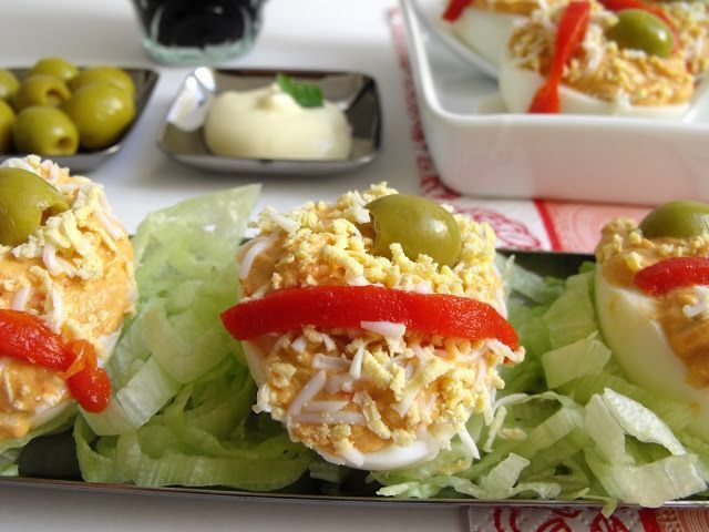 Huevos rellenos de atún con pimientos - Receta Petitchef