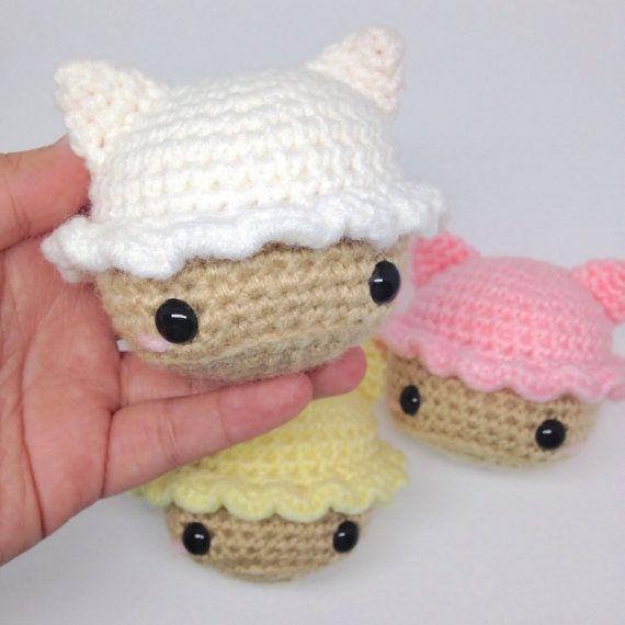 White Vanilla Cat Cupcake Amigurumi Doll Plush by LoadsOCuties