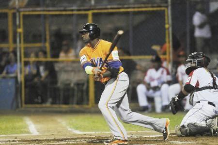 KNBSB - Koninklijke Nederlandse Baseball en Softball Bond - - De Caster blijft maar winnen met Gigantes de Rivas