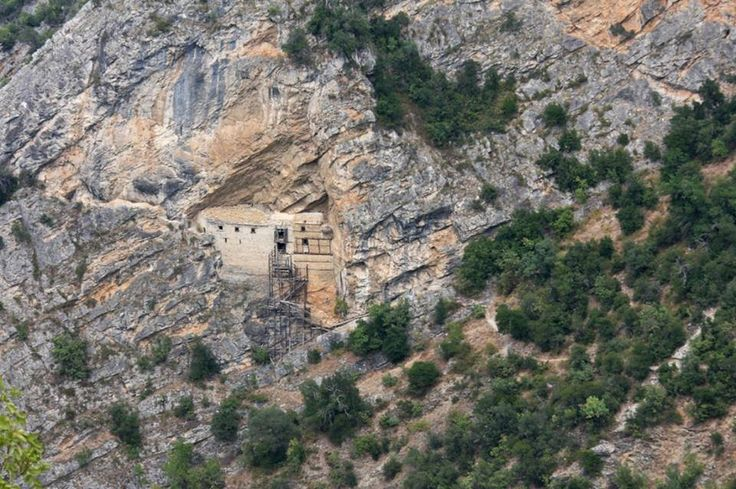 Fantastic Greece Land of faith: Saint Nikanor's #Monastery, #Zavorda, #Grevena, #Greece Το μοναστήρι του Αγίου Νικάνορα στη Ζάβορδα Γρεβενών #SaintNikanor http://www.katakali.net/drupal/?q=thriskeytika-mnimeia%2Fmonastiri-tis-zabordas https://www.facebook.com/photo.php?fbid=809385509106101