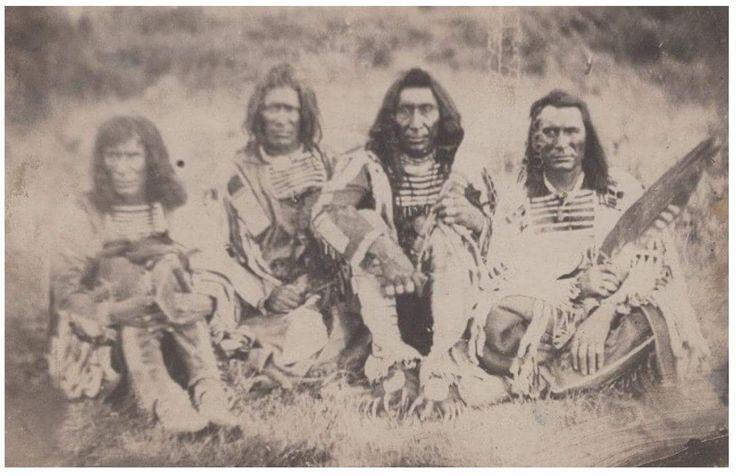 Вероятно, самая ранняя фотография индейцев кроу. Сделана в 1859 г.