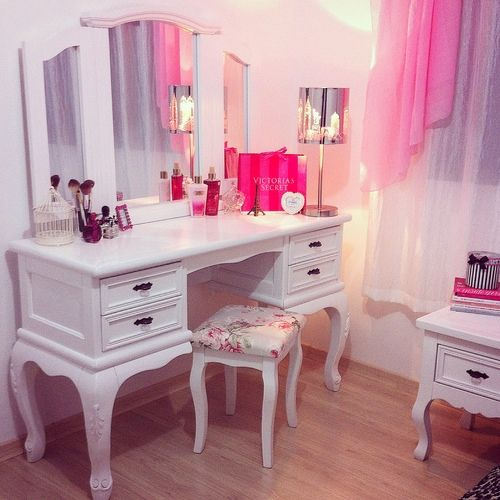 beautiful feminine decor