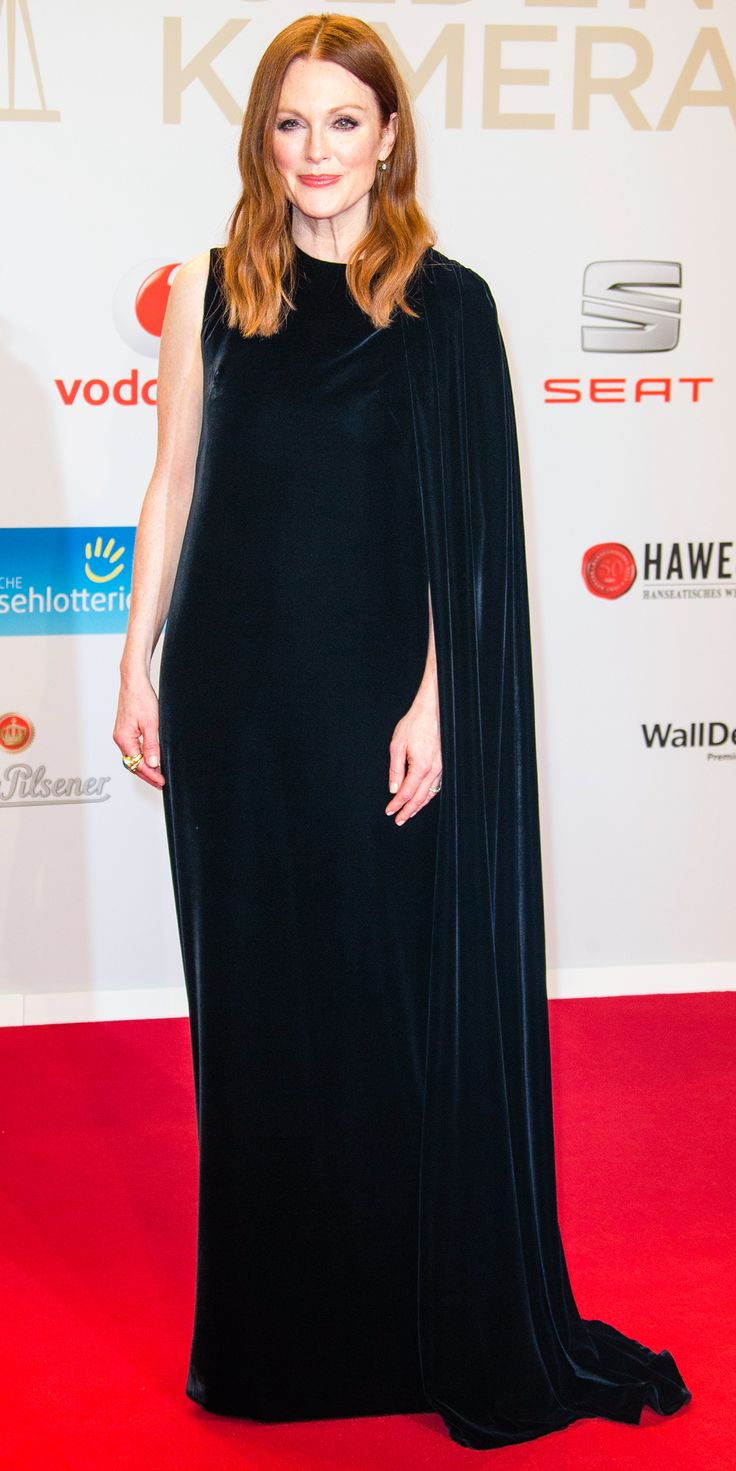Julianne More was positively regal at the Goldene Kamera 2016 in a black one-sleeved caped Valentino Haute Couture creation.