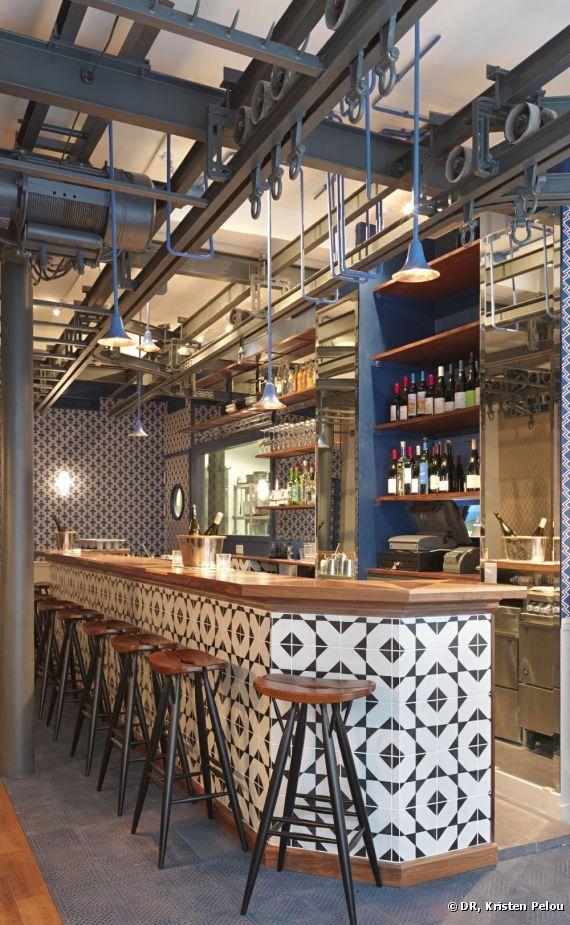 Le gigantesque bar du Fish Club Paris