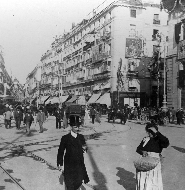 Madrid me mata - iBytes. Señorito y castiza en la Carrera de San Jerónimo, año 1907