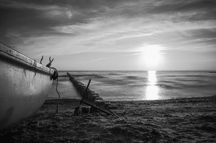Sonnenuntergang auf Hiddensee. Boot und Anker. Sunset on Hiddensee. Boat and anchor.  #boat, #anchor, #baltic sea, #ostsee, #sunset #beach