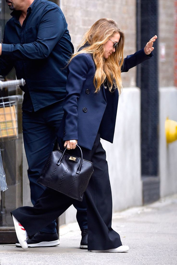 mary-kate-and-ashley-olsen-leaves-their-offices- — Postimage.io