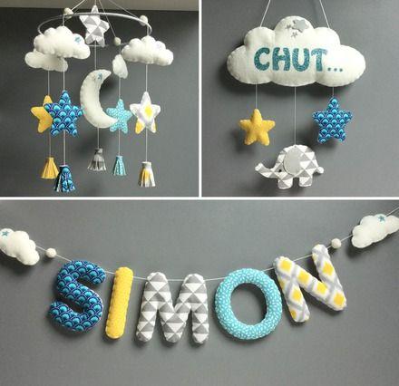 Mobile décoratif à suspendre pour décorer une chambre d'enfant/de bébé...  Il est entièrement réalisé à la main en feutrine et tissus assortis bleu/jaune/gris.  Compos - 18363105