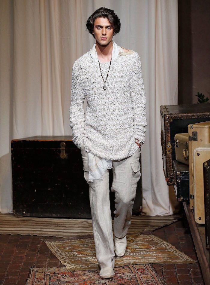c96379fba06 tenue bohème chic homme soirée été avec pull at pantalon cargo en lin gris