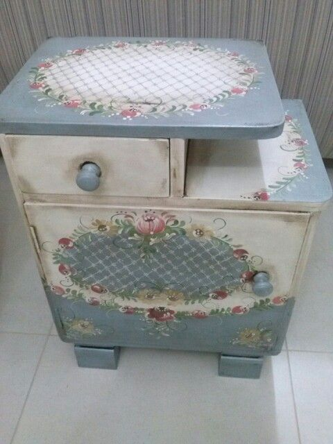 A beautiful table painted using folk art. Adding a pattern to the top as well as the drawers/sides adds interest