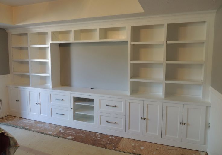 built in design for the living room. book shelves and a counter. This is EXACTLY what I want in the basement!!