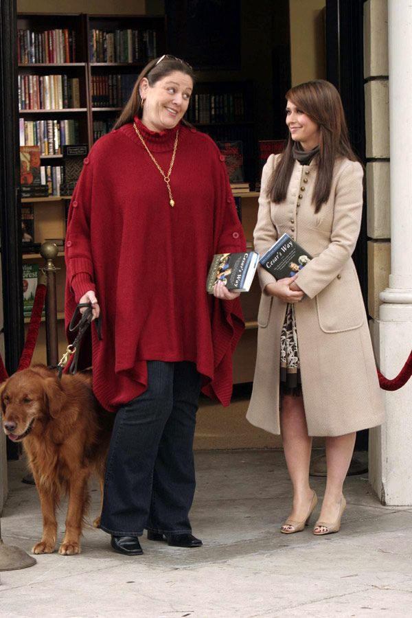 Ghost Whisperer-- love her coat!!