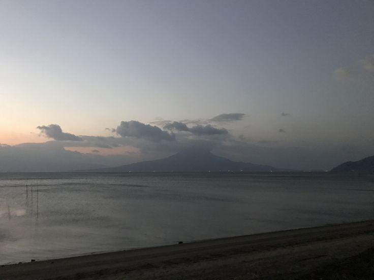 おはようございます(^o^)/  今日の櫻島です。  天気は晴れ。いい天気になりそうです。  ホンダがグーグルと自動運転技術で共同研究するとのこと。  自動運転技術が普及していけば地方にとっては便利になると思うんですけどね〜  今日も1日、元気に楽しんでいきましょう!!!
