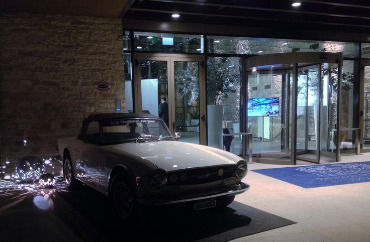 @PalVarignana abbiamo i #motori nel sangue, per questo ad accogliervi alla #Reception c'è un a fantastica @Triumph #TR6 completamente restaurata